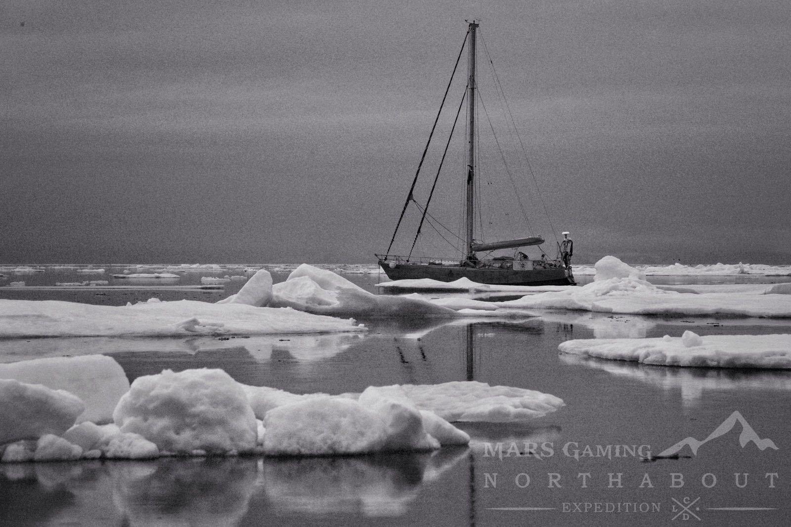 Northabout atrapado en el hielo