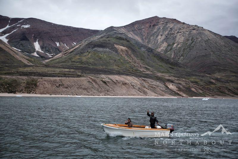 Familia Inuit llegando al Northabout