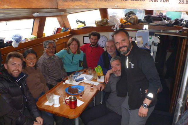 familia inuit de visita en el Northabout